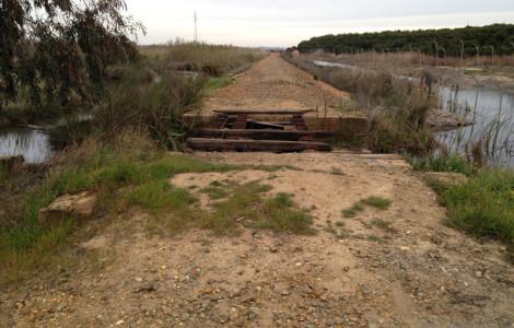 Puente del antiguo ferrocarril de Tharsis a Corrales en Huelva. Autora: Marta Santofimia. Fuente: Minas de Sierra Morena. Los Colores de la Tierra. 2013.