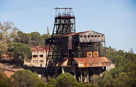 Pozo Algaida de la mina Los Silos en La Zarza, Calañas, Huelva. Autor/a: Juan Carlos Cazalla. Fuente: Los Colores de la Tierra. Minas de Sierra Morena. 2013.