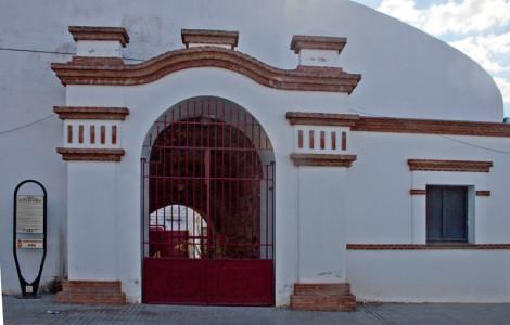 Plaza de toros de Nerva, Huelva. Lugar donde se realizaban las reuniones sindicales. Autora: Marta Santofimia. Fuente: Minas de Sierra Morena. Los Colores de la Tierra. 2013.