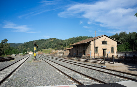 Almacén de carga de la estación de ferrocarril de Cazalla y Constantina, Sevilla. Autor: JCC. Fuente: Minas de Sierra Morena. Los Colores de la Tierra. 2013