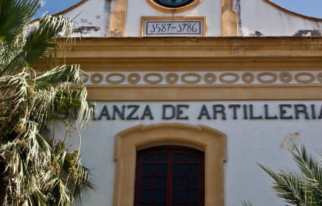 Portada de acceso a la Real Maestranza de Artillería en Sevilla. Autora: Marta Santofimia. Fuente: Minas de Sierra Morena. Los Colores de la Tierra. 2013