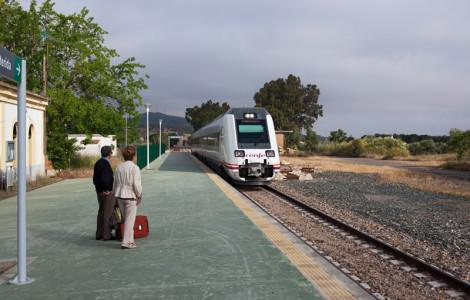 Estación de ferrocarril de Fuerte del Arco. Badajoz. Línea Mérida-Sevilla. Autor: JCC. Fuente: Minas de Sierra Morena. Los Colores de la Tierra. 2013